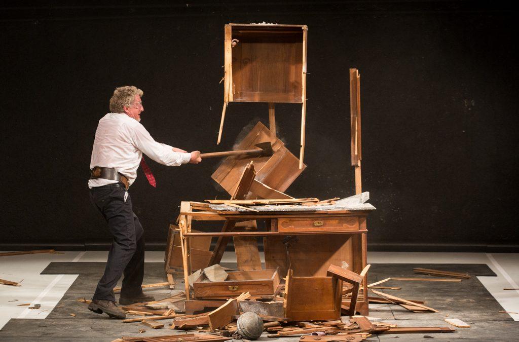 Smashed to Pieces / Nikola Blagojević